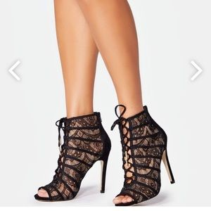 Sassy lace booties - New in box!